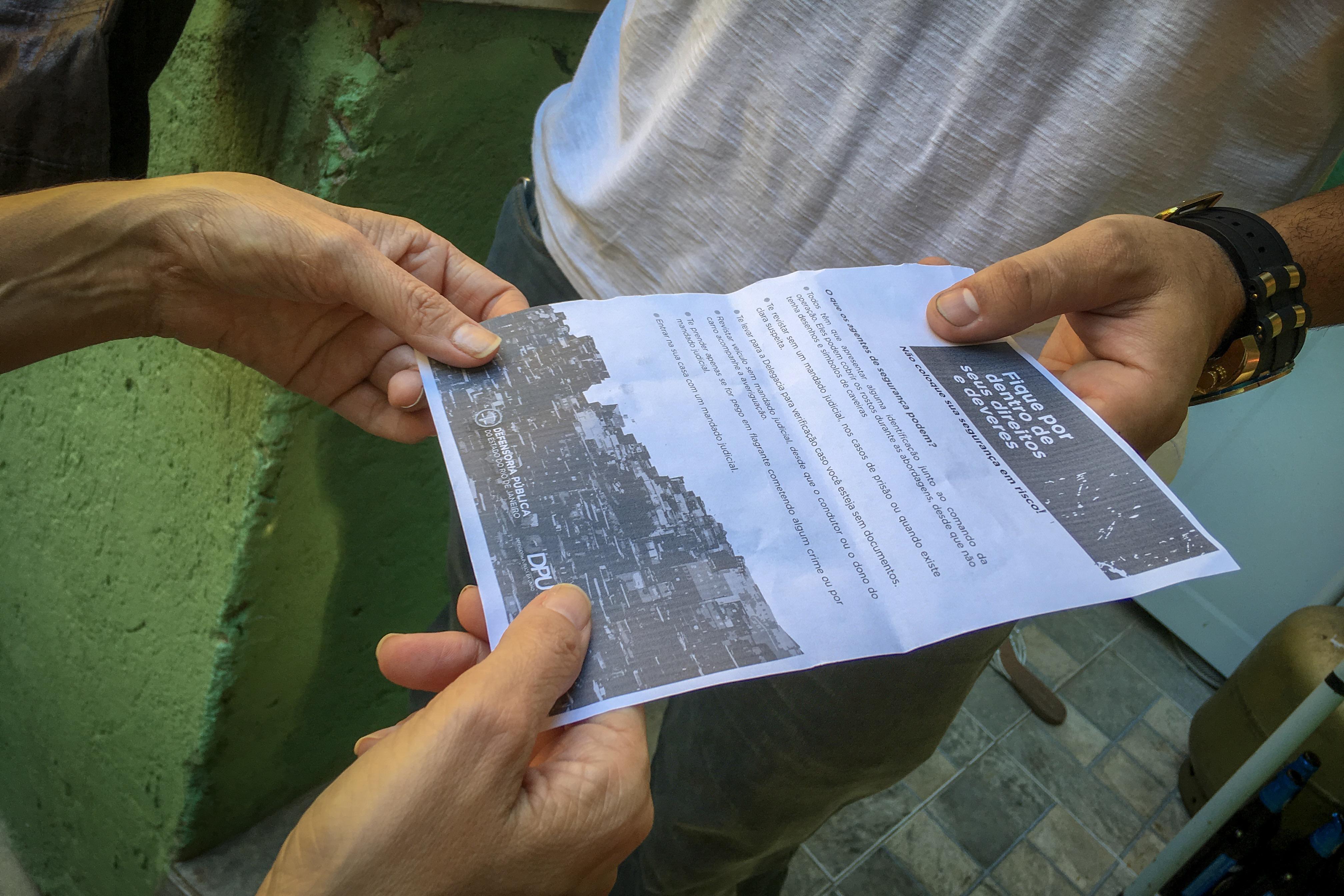 Panfleto informativo distribuído pela Defensoria